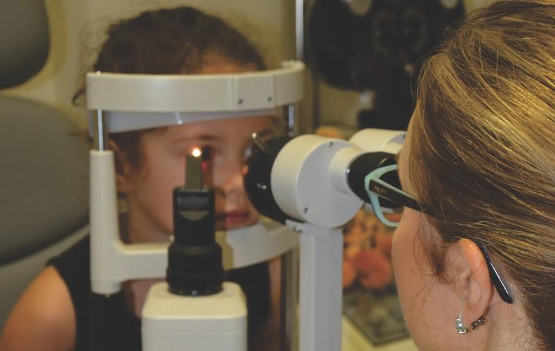 exame de vista em crianças - biomicroscopia