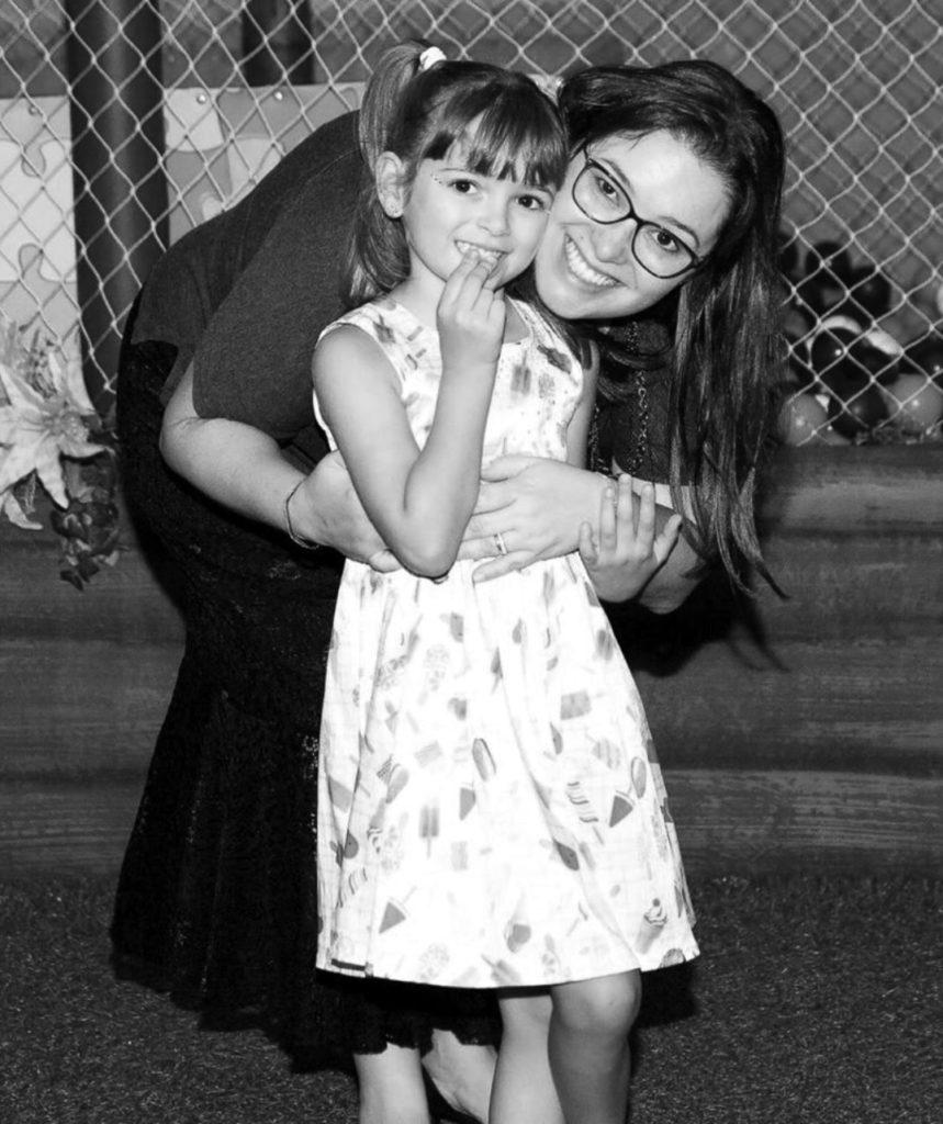 Maria Amélia, autora do blog, e sua filha Cecília, quem a inspirou