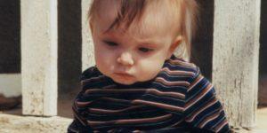criança com deficiência visual cortical não fixa olhar, nem se interessa por estímulos