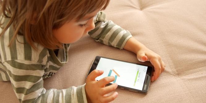 recomendações sobre TV, tablet e smartphones para crianças