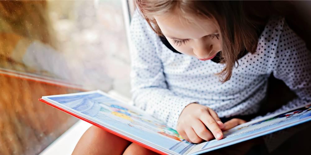 alerta sobre alterações oculares e problemas visuais na infância