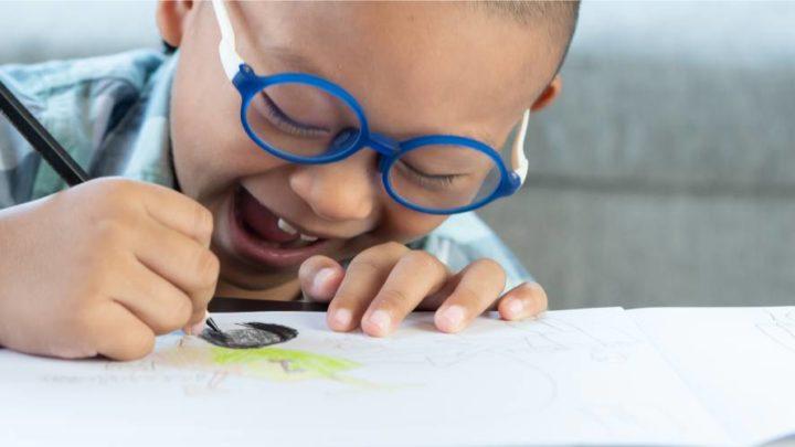 Cor e contraste: dicas de materiais para escolares com baixa visão