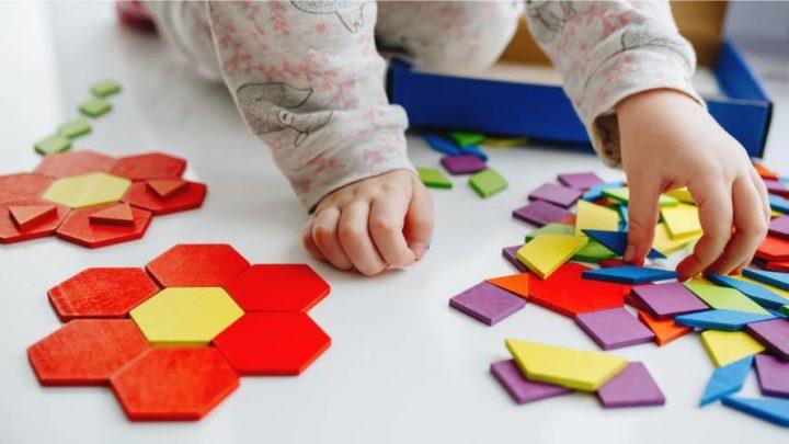 Que desafios enfrentam as crianças com disfunções de percepção visual? [listei vários]